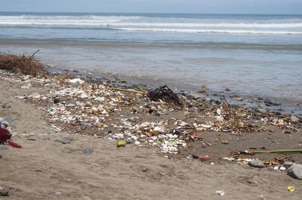 peru flood 2017 beach debris