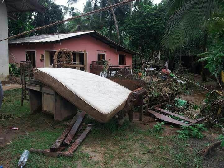 sri lanka flood 2017 debris
